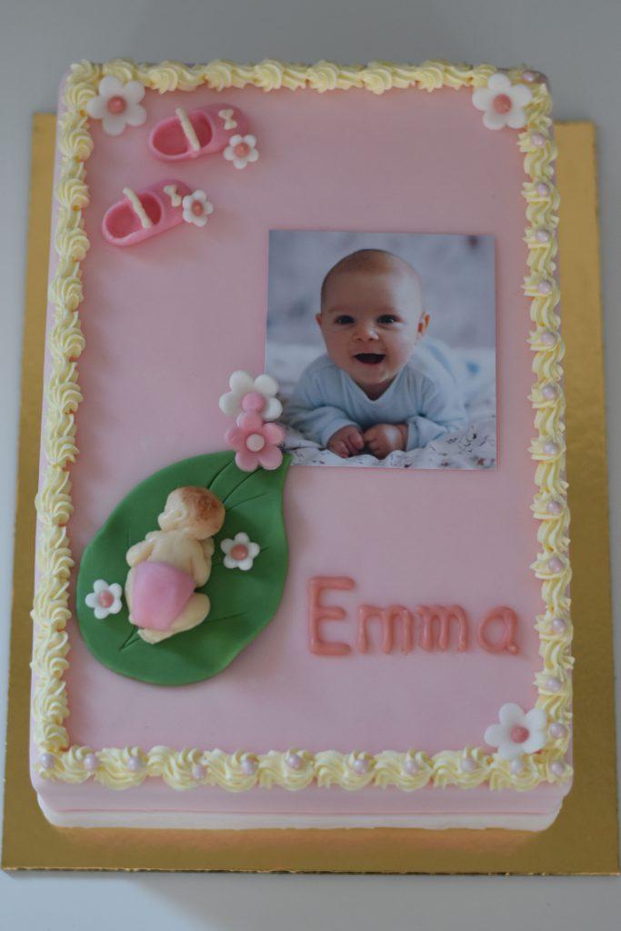 Rechteckige Torte mit Foto eines Babys zur Taufe